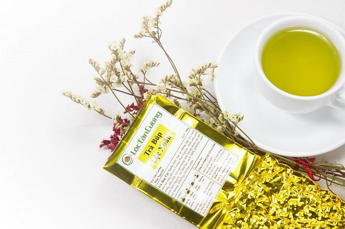 Sắc nước vàng ong, sánh của chè búp nõn thái nguyên đẹp cuốn hút người thưởng trà