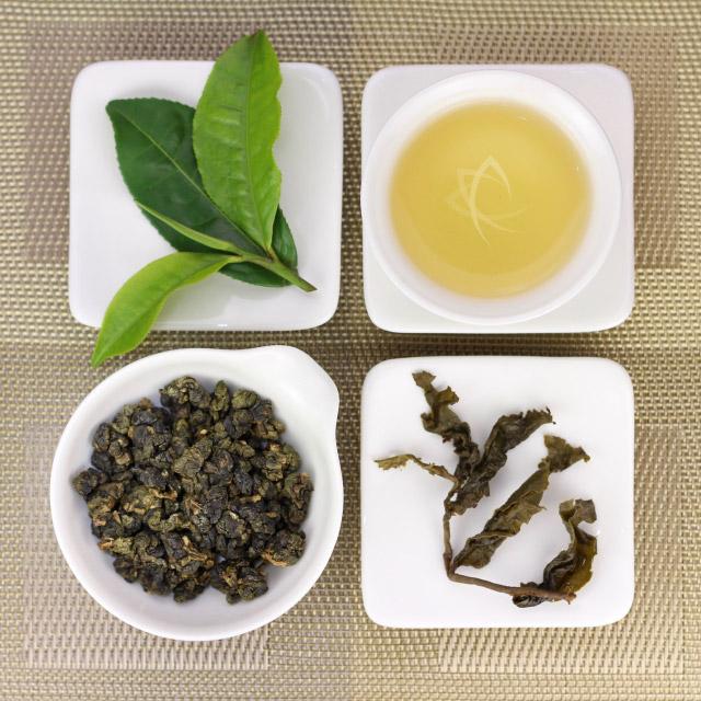 Để pha được ấm trà Oolong Lộc Hương 200g thơm ngon và mời bạn bè cùng nhâm nhi thưởng thức thì bạn cần hiểu rõ và chuẩn bị nước pha trà sạch, lượng trà vừa đủ, các dụng cụ pha trà và chú ý đến nhiệt độ pha trà thì trà mới thơm ngon