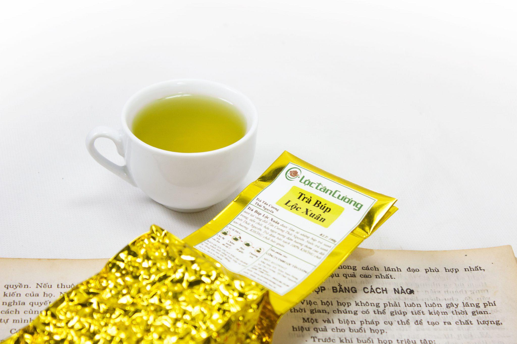 Sắc nước vàng ong, sánh của chè búp tân cương thái nguyên đẹp cuốn hút người thưởng trà