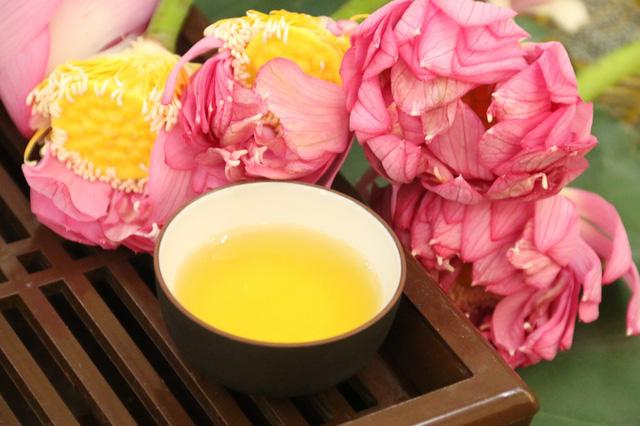 Pha trà sen ngon đúng chuẩn người sành trà