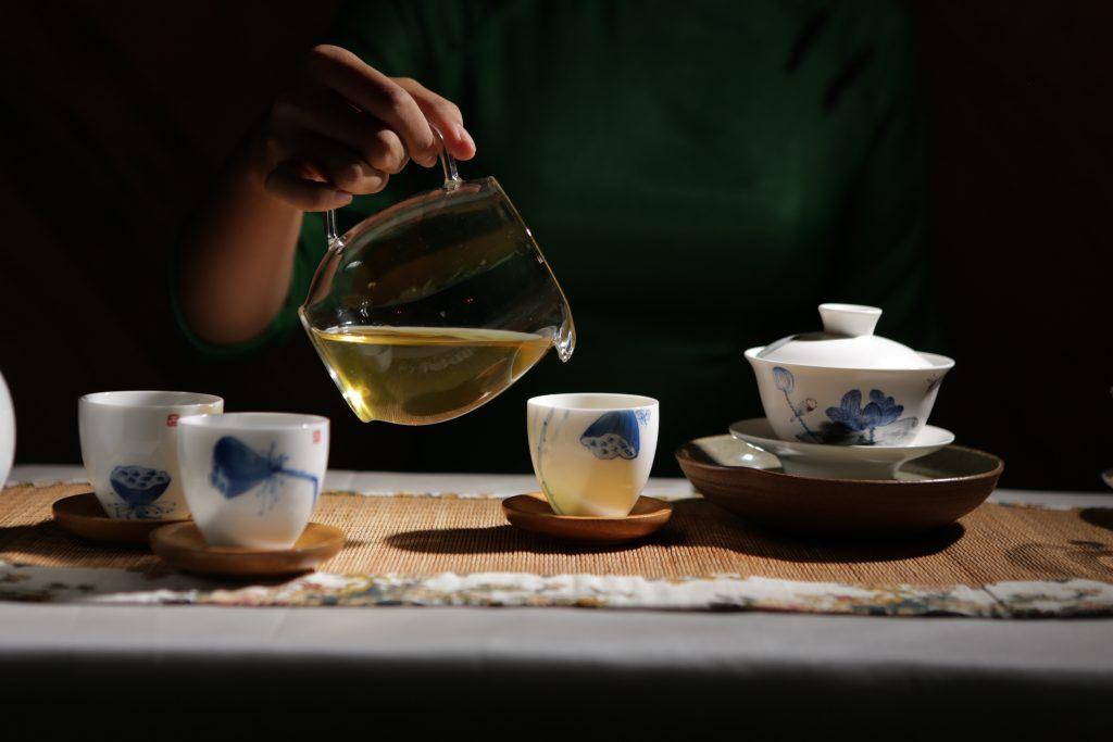 Cách pha trà Oolong Quý Long ngon là phải chú ý đến các yếu tố như: nước, loại trà, ấm trà, nhiệt độ