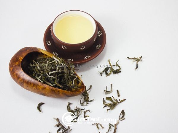 Trà Shan Tuyết Tà Xùa là loại trà cổ thụ có tuổi thọ trên 100 năm tuổi tại núi Tà Xùa, Sơn La. Trà có nhiều đốm trắng của lông mao trà hay còn gọi là tuyết trà