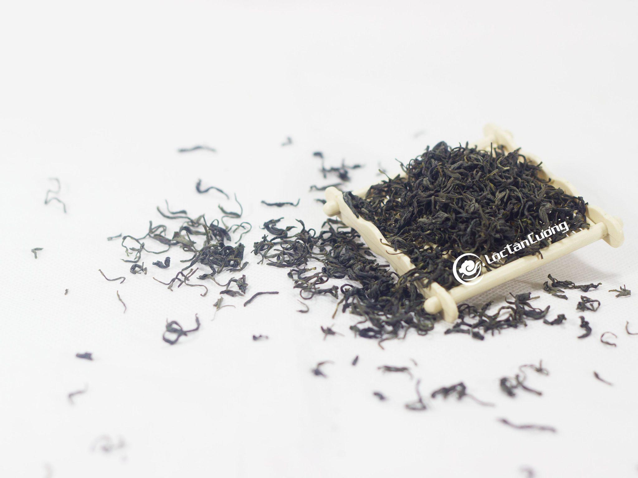 Trà Nõn Tôm Thượng Hạng Thái Nguyên Lộc Tân Cương được hái đọt trà rất non nên ngoại hình cánh trà nhỏ và đều, khi pha hương vị trà rất thơm ngon