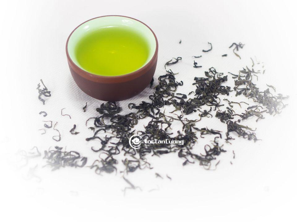 Nước trà vàng xanh, sánh vô cùng đẹp của trà nõn tôm tân cương thái nguyên