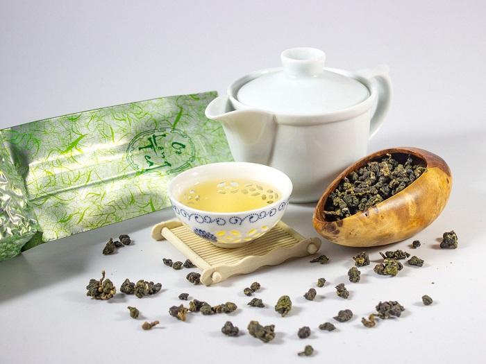 Trà Oolong Quý Long được thu hái nguyên liệu từ giống Trà Thuần Oolong, tuy sản lượng không cao bằng loại trà khác nhưng chất lượng trà thì cực kỳ ngon, hầu hết những người sành trà Oolong đều chọn loại trà này để thưởng thức