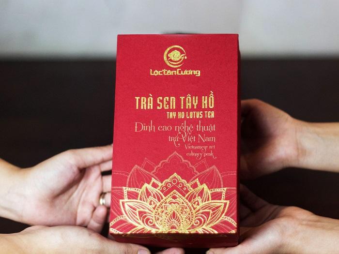 Trà Sen Tây Hồ - luôn là món quà ý nghĩa mang giá trị văn hóa dân tộc cho người Việt Nam và người nước ngoài từ xưa đến nay.