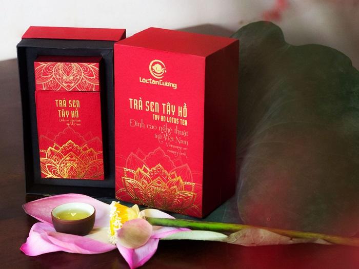Trà sen ướp hoa sen hồ tâythường được dùng để chiêu đãi khách quý, bằng hữu, tri kỹ bao năm gặp lại để thể hiện sự kính quý