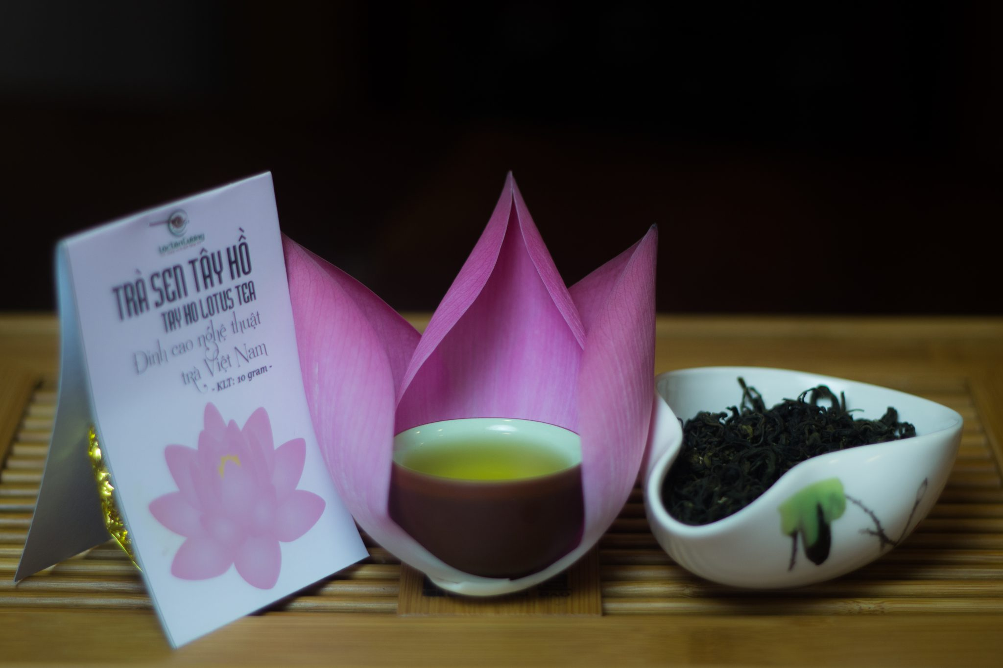 Trà sen Tây Hồ là một loại trà ướp hương hoa truyền thống, là đặc sản văn hóa trà của người Việt