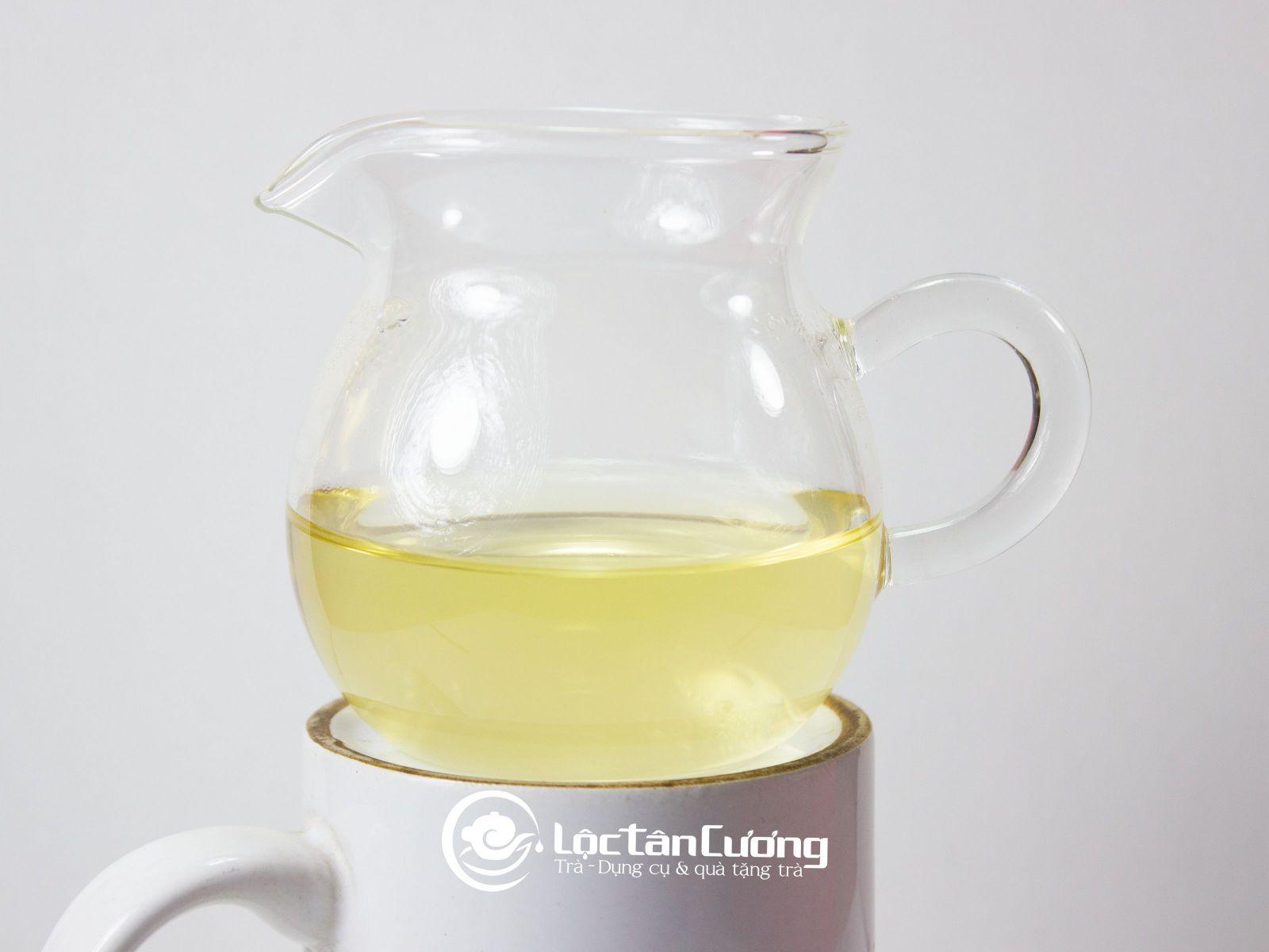 Đây là trà shan tuyết Tà Xùa sau khi được pha, màu nước vàng đẹp, vị chát dịu và hương thơm đặc trưng phong vị của núi rừng