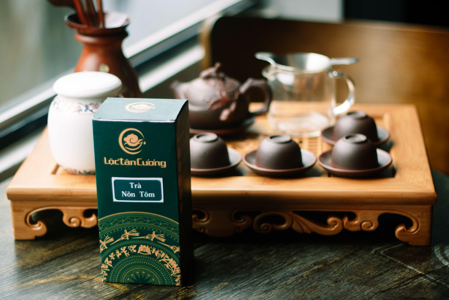 Bộ ấm chén bát tràng cao cấp không chỉ mang lại nước trà ngon mà còn đảm bảo an toàn sức khỏe người sử dụng