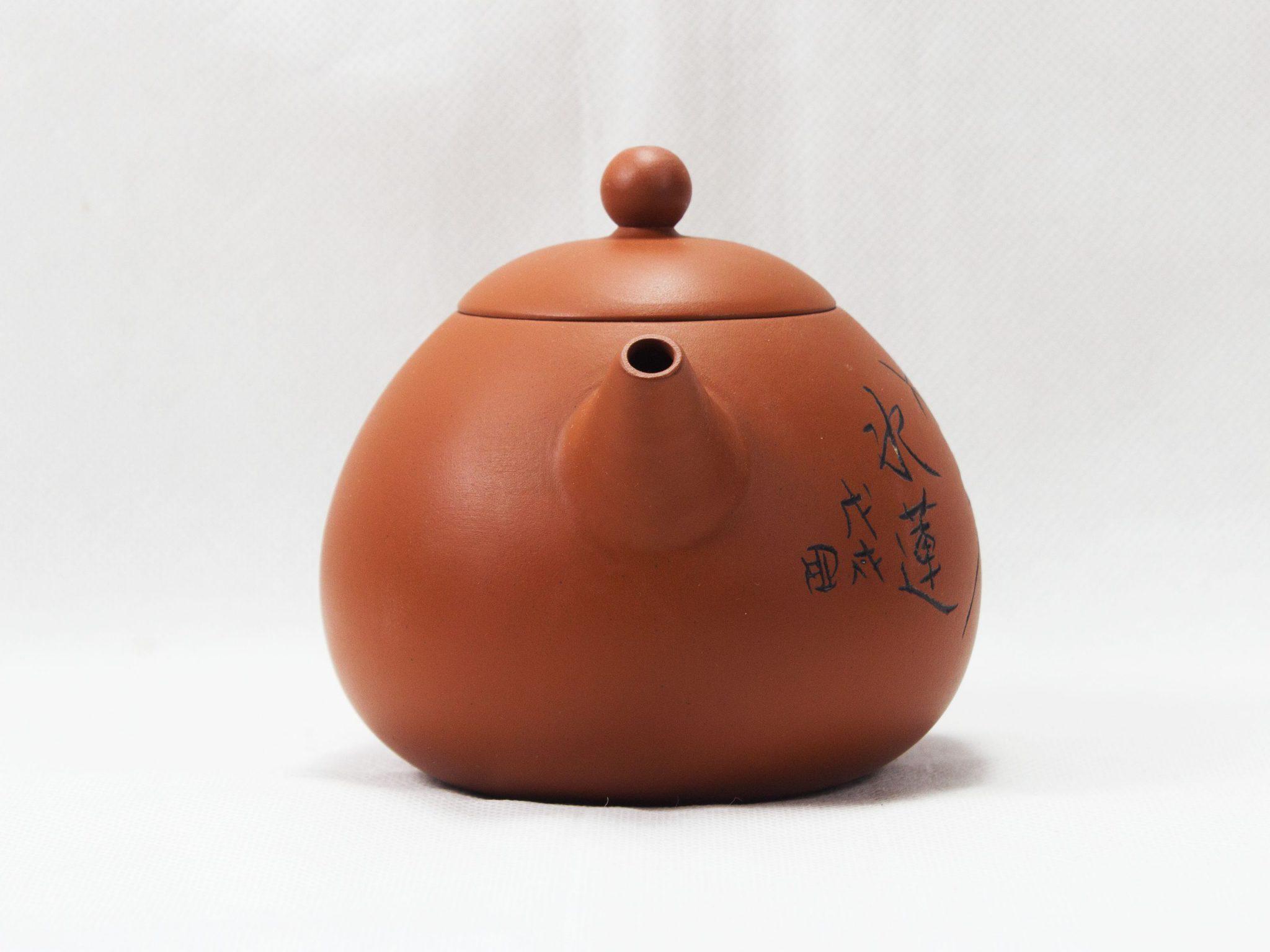 sử dụng ấm đất để lưu giữ hương vị trà lâu hơn
