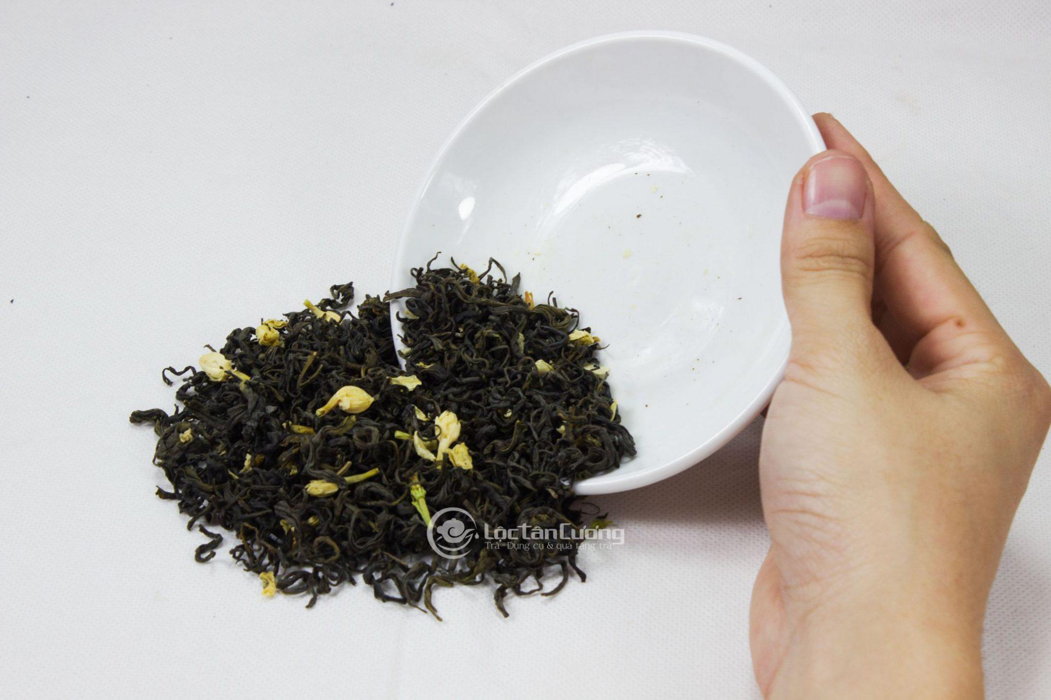Các loại trà ướp hoa như trà hoa lài rất dễ bị mất hương nên các bạn phải bảo quản thật kĩ