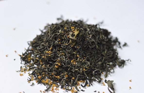 Trà xanh ướp với hoa ngâu cùng là một cách mới lạ để thưởng thức trà.