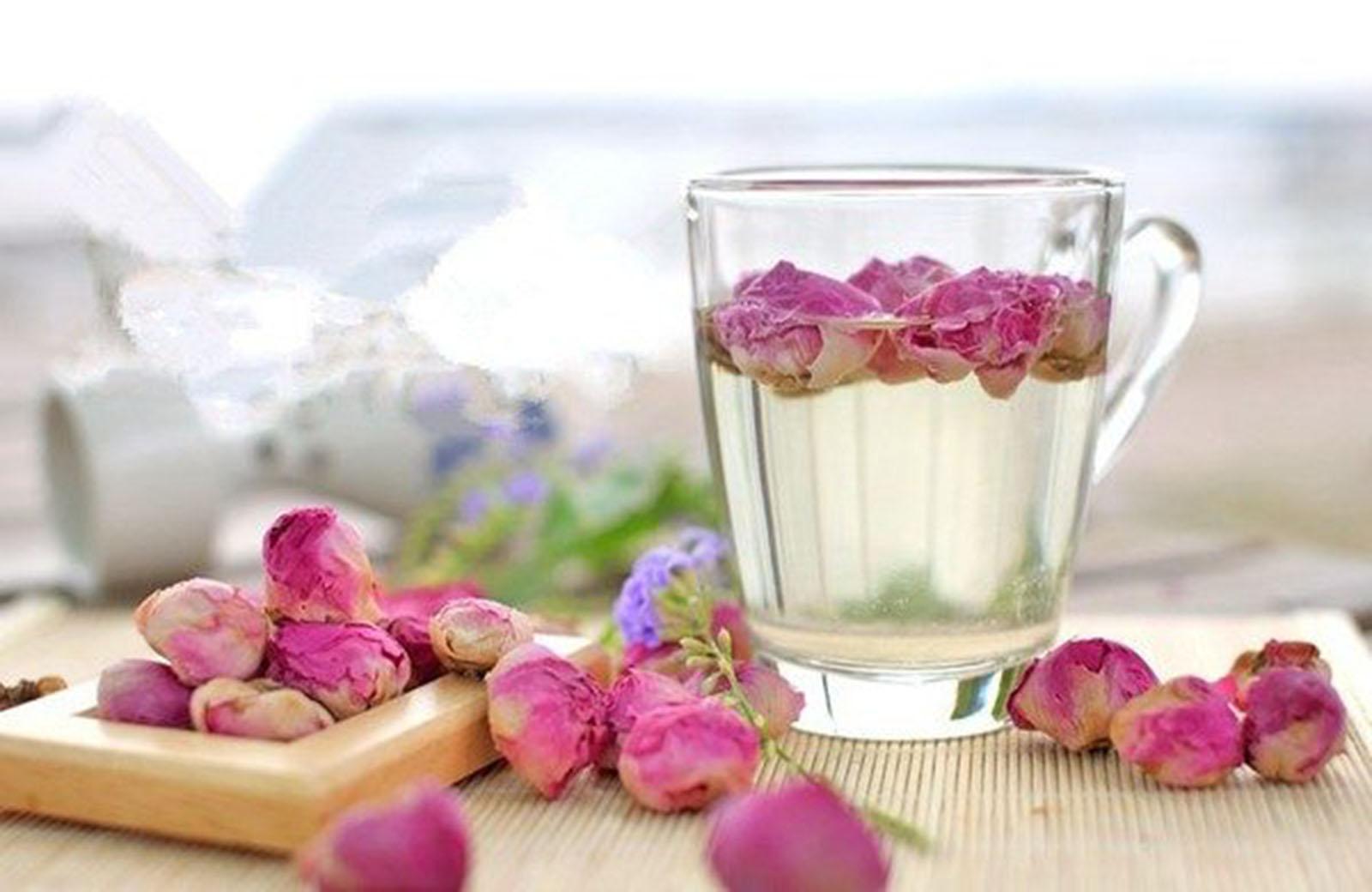 Trà hoa hồng có thể kết hợp với nhiều loại nguyên liệu khác để tăng cường hương vị và dược tính