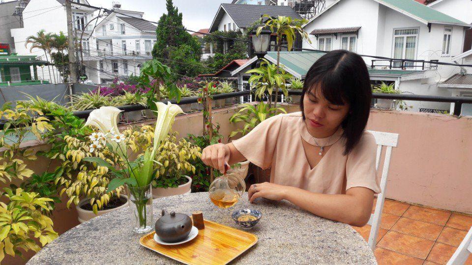 Uống trà tháinguyên vào mỗi buổi sáng sớm sau bữa ăn sáng và đầu giờ trưa sau giấc ngủ giữa ngày là hợp lý nhất
