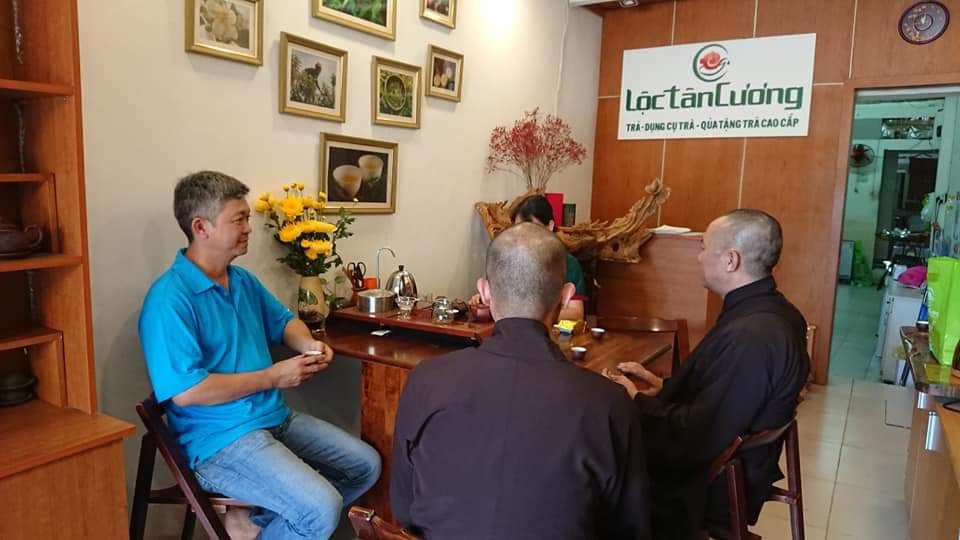 Tại Lộc Tân Cương bạn có thể thử miễn phí bất cứ loại trà nào bạn muốn và được tư vấn tận tình trước khi mua