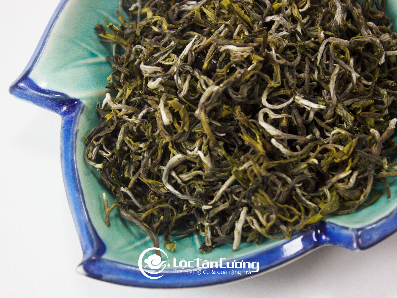 Trà shan tuyết cổ thụ để ướp trà sen