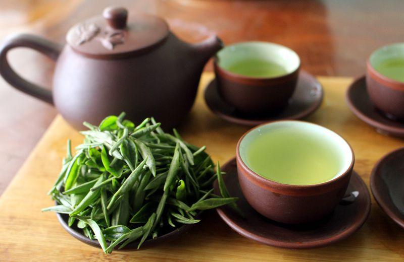 Trong lá trà có chứa nhiều vitamin và khoáng chất giúp bổ sung các chất cần thiết cho cơ thể