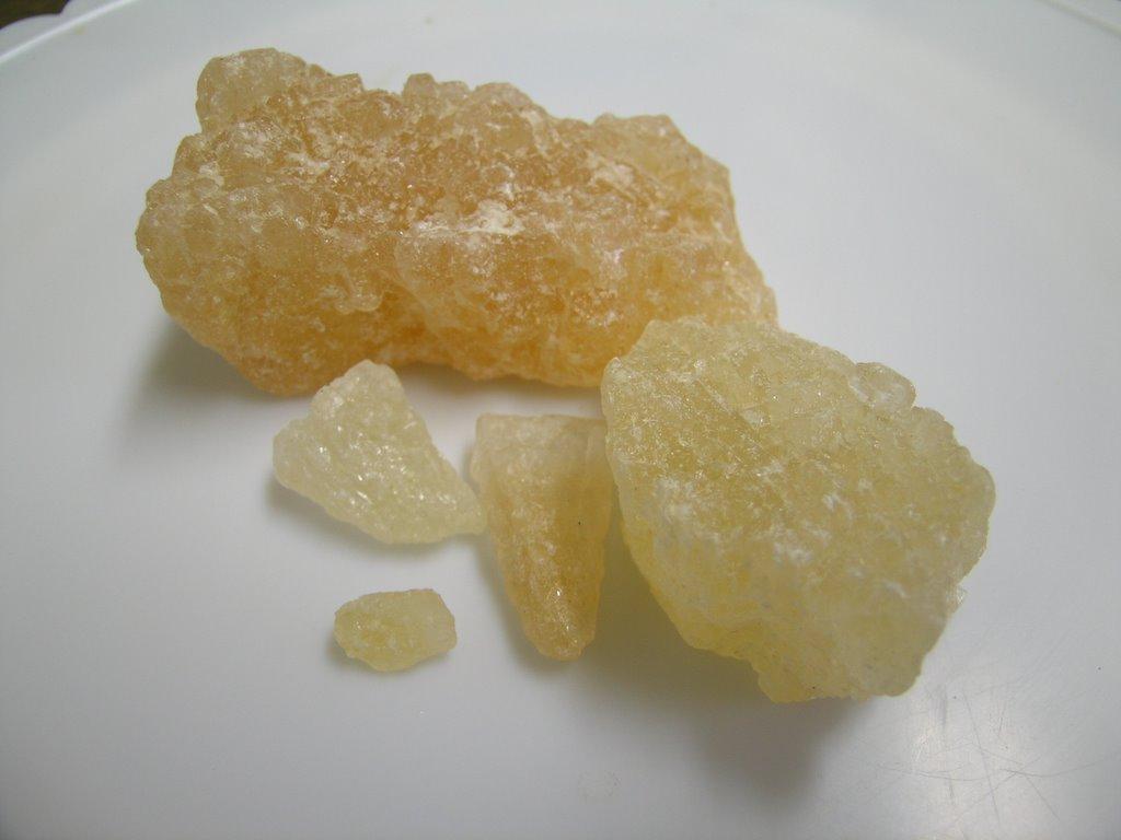 Đường phèn nâu vừa có tính mát, ngọt dịu lại chứa nhiều khoáng chất