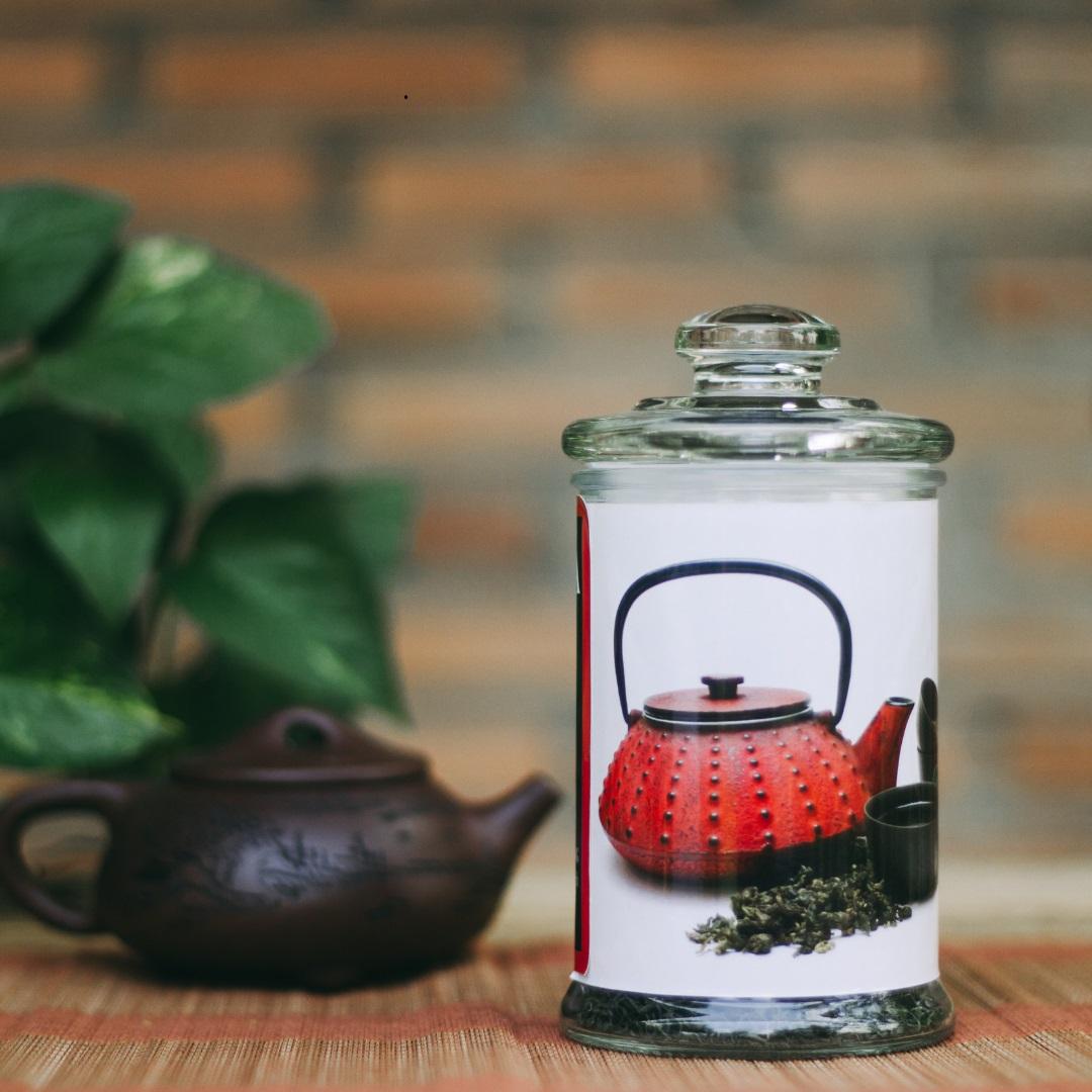 Sử dụng hũ kín để bảo quản trà hoa ngâu là phương pháp tối ưu nhất