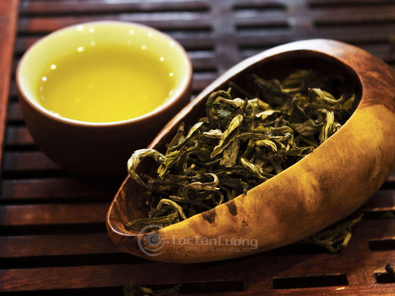Trà Shan Tuyết Cổ Thụ Tà Xùa có hương thơm của núi rừng, vị chát thanh dịu, hậu ngọt thanh sâu rất ngon và dễ chịu khi thưởng thức
