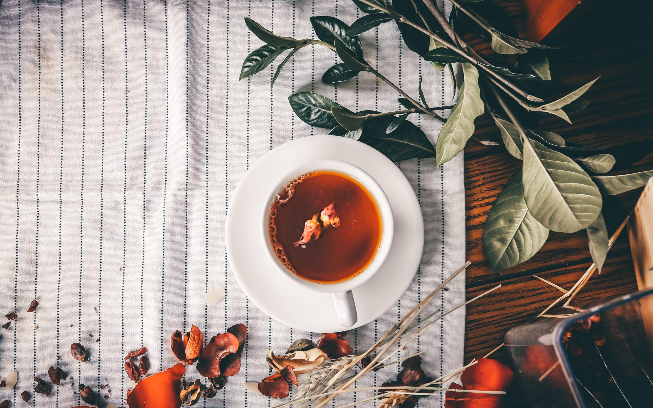 cách chế biến trà hoa hồng khá là dễ dàng