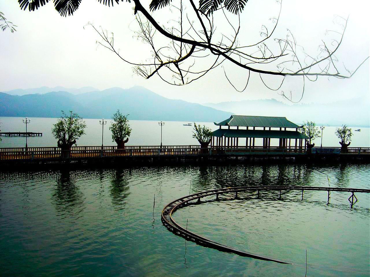 Khu du lịch Hồ Núi Cốc luôn là điểm đến của hàng ngàn khách du lịch khi đặt chân đến Thái Nguyên