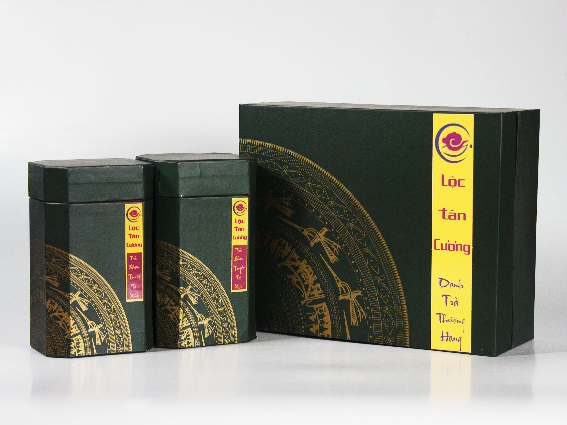Hộp Quà Tặng Trà Shan Tuyết Cổ Thụ Tà Xùa sang trọng, mang đậm văn hóa Việt Nam ta, là món quà mang ý nghĩa về tinh thần dân tộc và sức khỏe