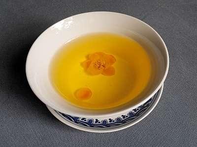 Cách pha trà hoa vàng rất đơn giản bạn chỉ cần chú ý đến nhiệt độ là được