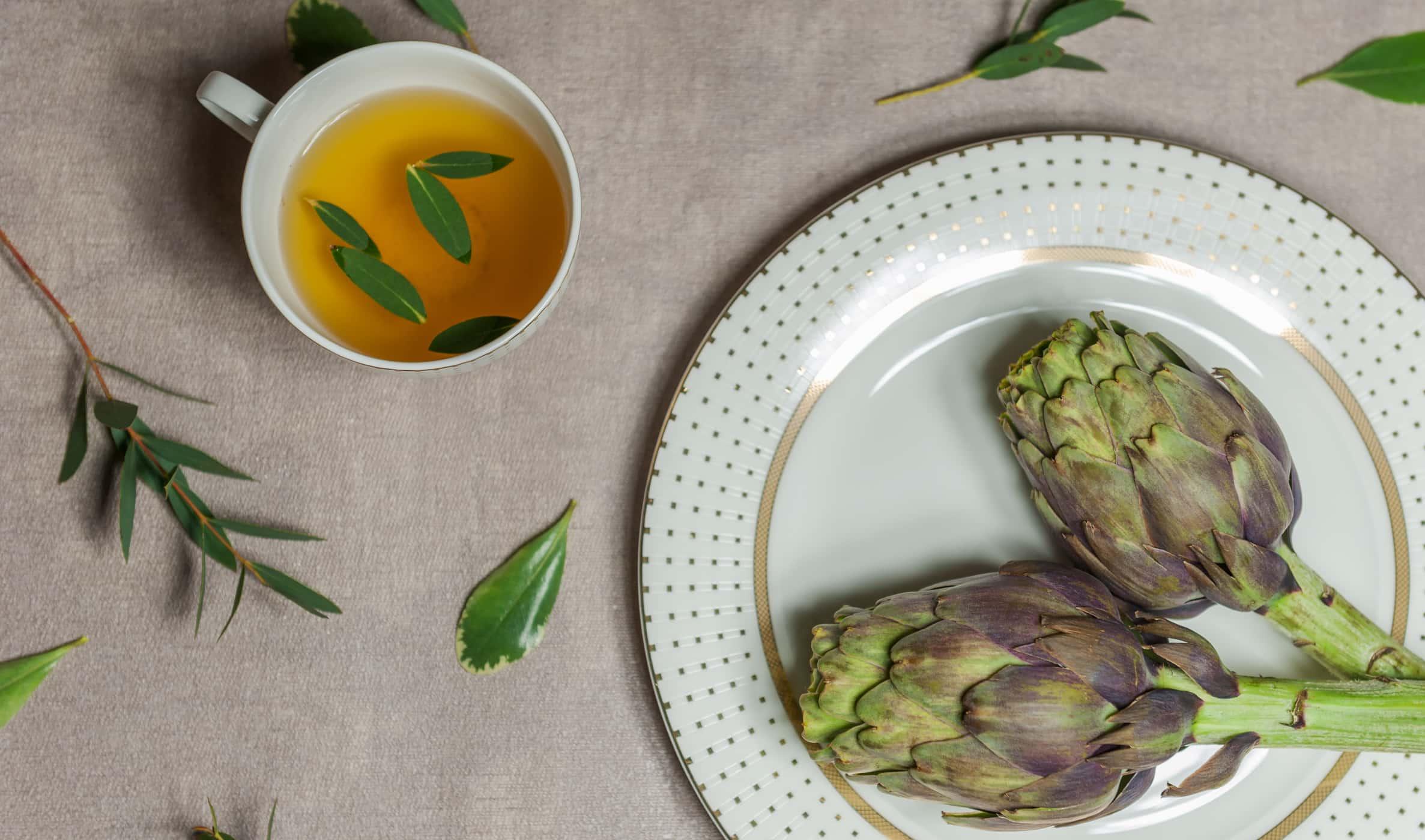ngoại quan hoàn toàn khác nhau nhưng trà atiso rất dễ bị nhầm lẫn với một loại trà khác