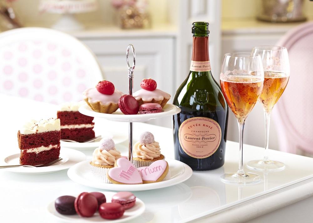 Một bữa Trà chiều có Champagne