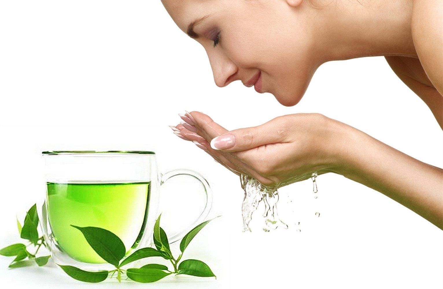 Dùng nước trà xanh rửa măt giúp loiaj sạch bụi bẩn, giúp da sáng mịn và tươi trẻ