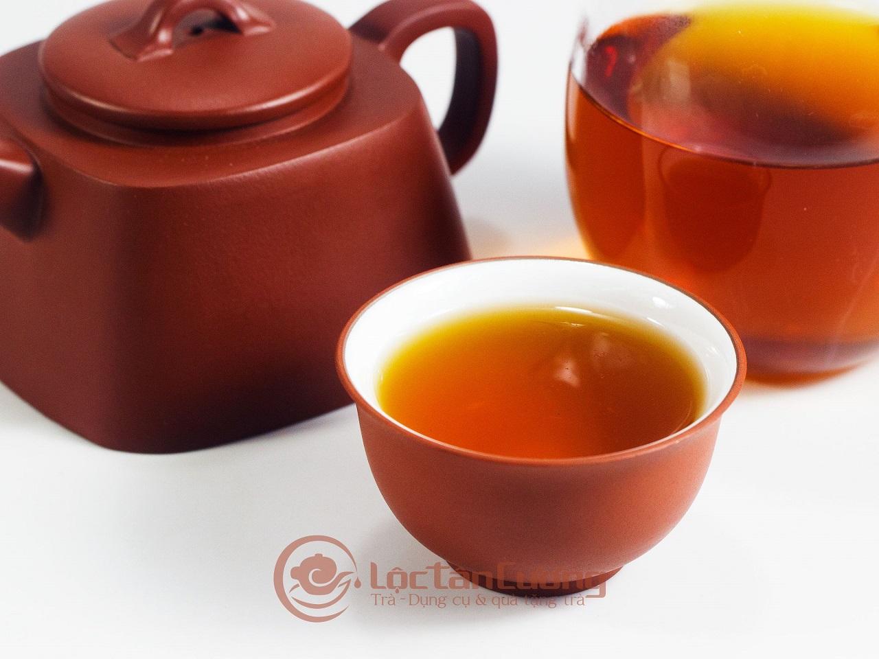 Hồng Trà Cổ Thụ Hà Giang nếu được bảo quản tốt sẽ để được rất lâu và càng thơm ngon hơn. Trà pha rất được nước, pha đến 7 lần nước nhưng vẫn giữ được hương vị thơm ngon.