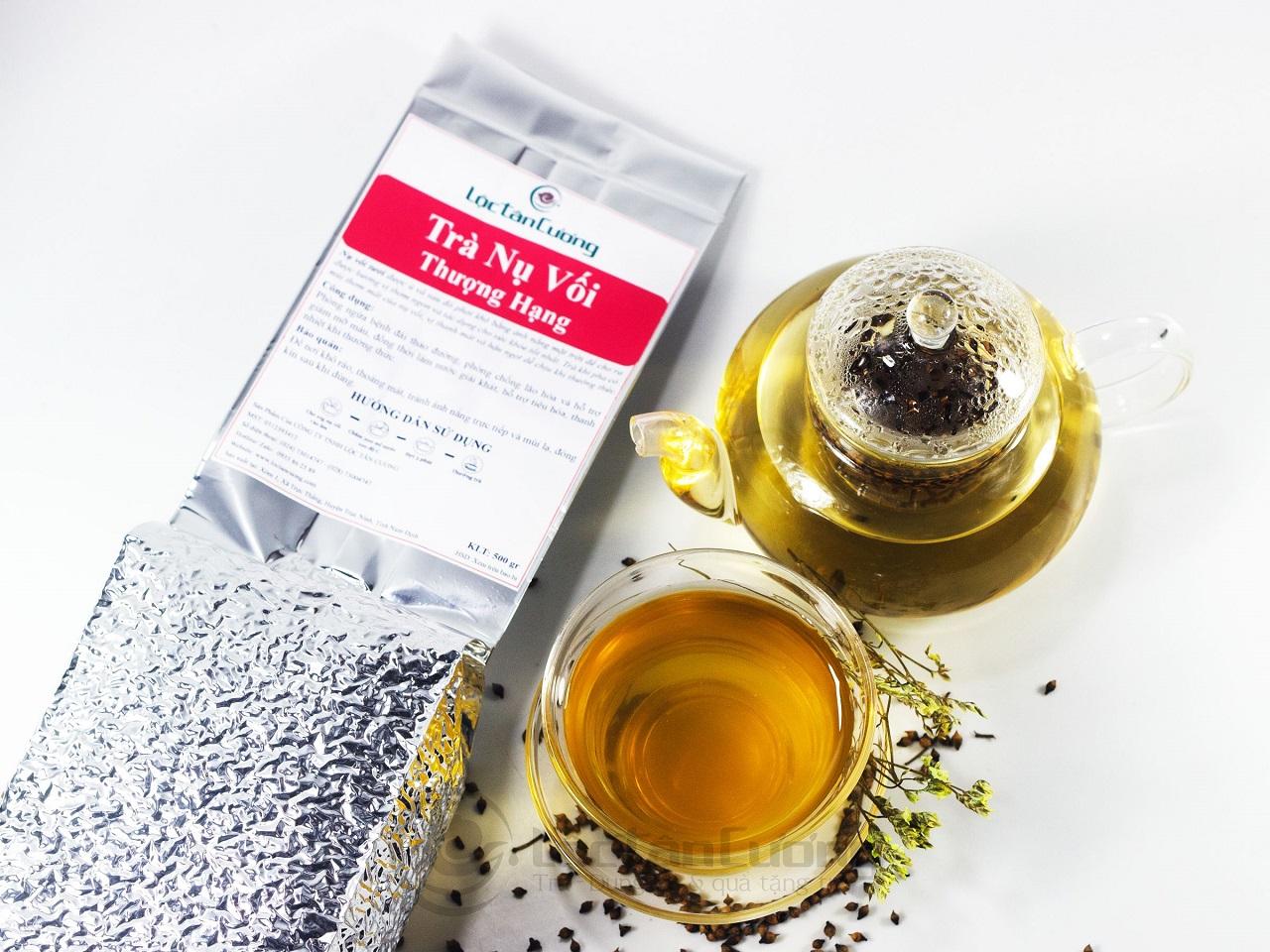 Sản phẩm trà nụ vối Lộc Tân Cương được đóng gói bằng túi thiếc có hút chân không, giúp trà được bảo quản lâu hơn mà không làm mất đi hương thơm của trà