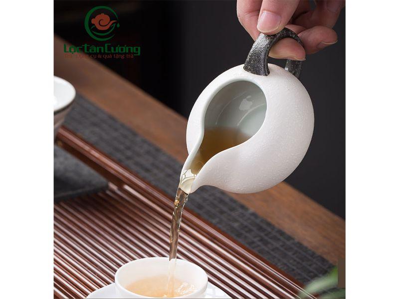tống trà trắng viền giả đá (2)