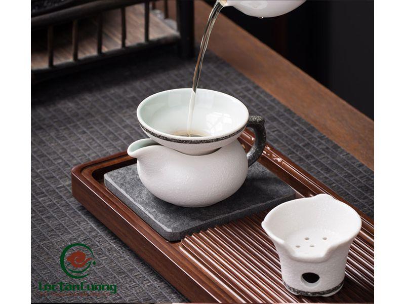 tống trà trắng viền giả đá (3)