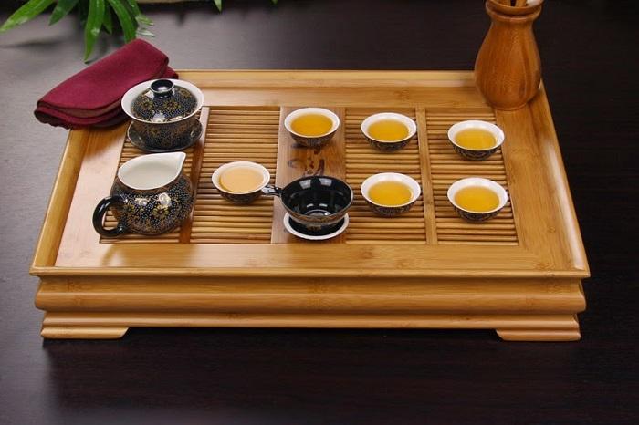 Khay trà tre tạo cảm giác bình dị, thoái mái khi thưởng trà