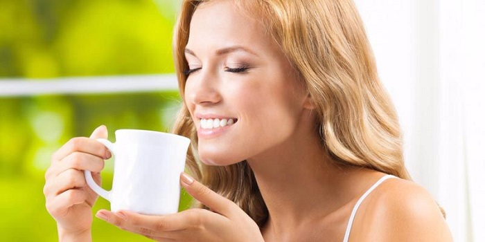 Phụ nữ thường xuyên uống trà lài sẽ giúp cải thiện làn da, chống lão hóa, giúp da dẻ hồng hào.