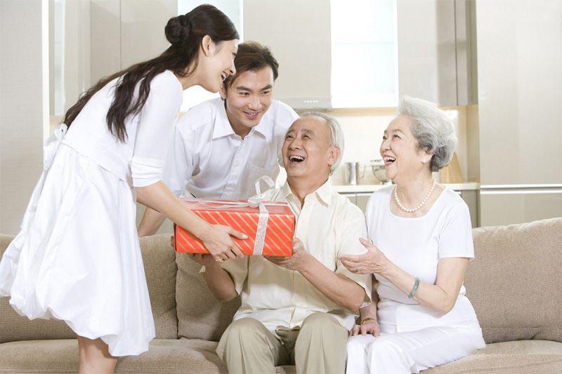 Trà Thái Nguyên Thượng Hạng rất thích hợp để bạn trao tặng những người thân yêu, đặc biệt là người lớn tuổi như ông bà, cha mẹ